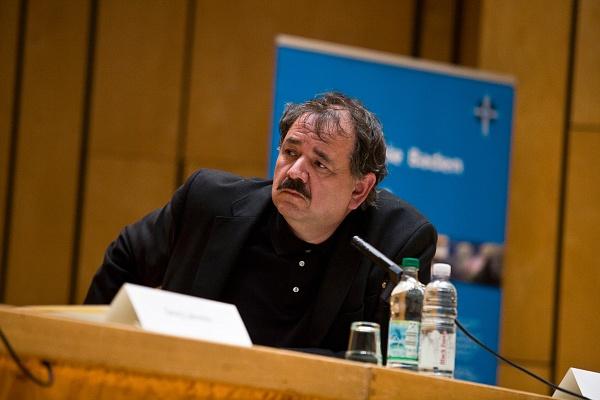 Michael N. Ebertz hält einen Vortrag
